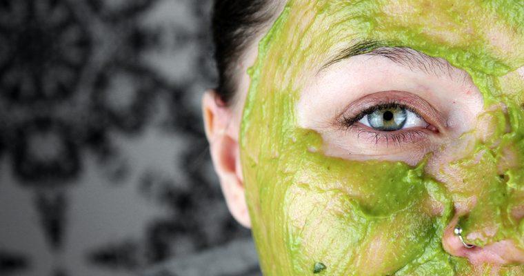 hemmagjord ansiktsmask avokado